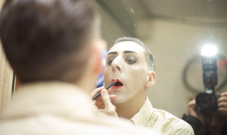 doublerclub-benjaminlouche-backstage-lipstick-by_sinbozkurt