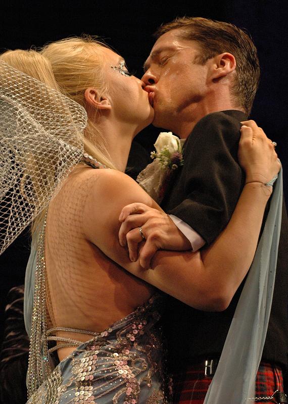 matfraser-julieatlasmuz-wedding-kiss-by_normanblake