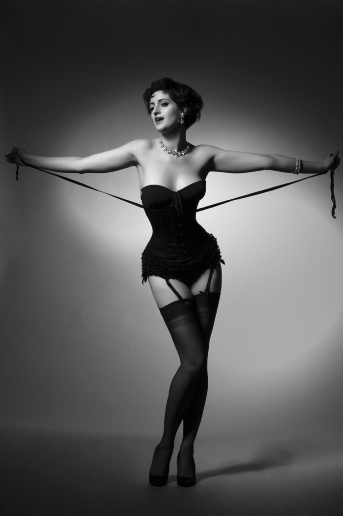 cheekofitburlesque-ladycheek-corset-bw