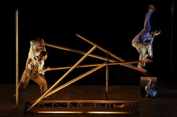 Mathurin Bolze's Du Goudron Des Plumes transcends circus and theatre.