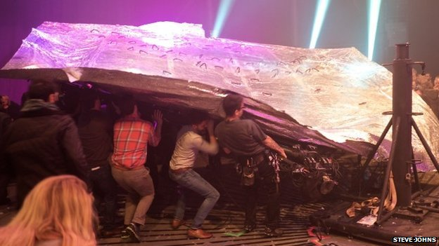 UPDATED: Three Injured At The Roundhouse As Fuerzabruta Set Collapses