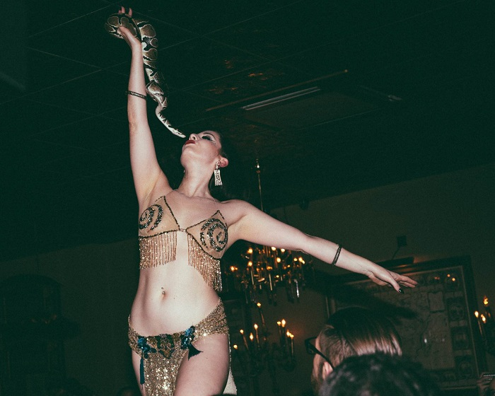 The Gin House Burlesque. Image: Chris Baker (@HandsomeMusic)