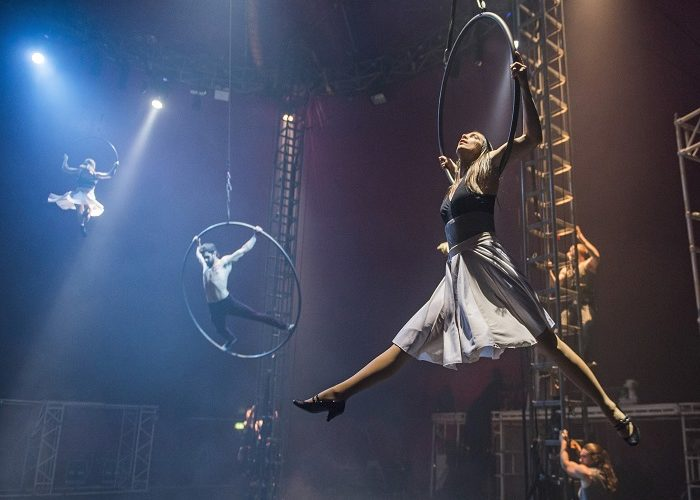 A scen from Bianco by NoFit State Circus @ Big Top, Southbank Centre. Directed by Firenza Guidi. (Opening 23-11-16) ©Tristram Kenton 11/16 (3 Raveley Street, LONDON NW5 2HX TEL 0207 267 5550  Mob 07973 617 355)email: tristram@tristramkenton.com