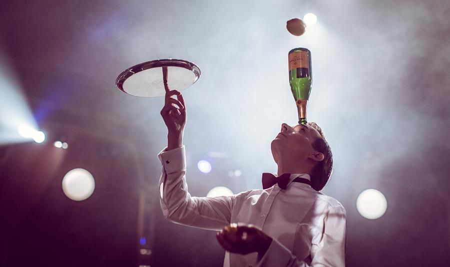 Ace juggler Florian Brooks. Image: Black Cat Cabaret